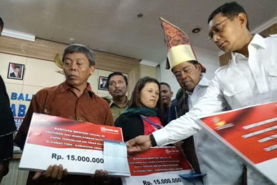 Mensos serahkan santunan ke korban KM Sinar Bangun
