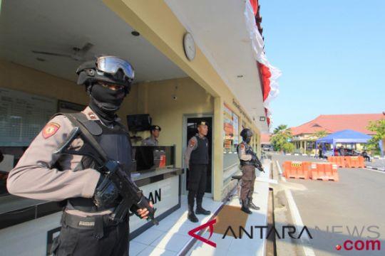 Densus 88 tangkap pelaku pelemparan panci berisi bom di Indramayu