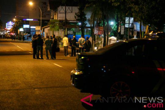 Pria mengaku teman kuliah terduga teroris datangi RS Bhayangkara
