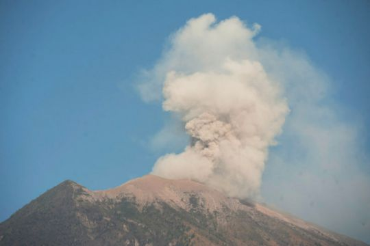 PVMBG: Gunung Agung tiga kali erupsi
