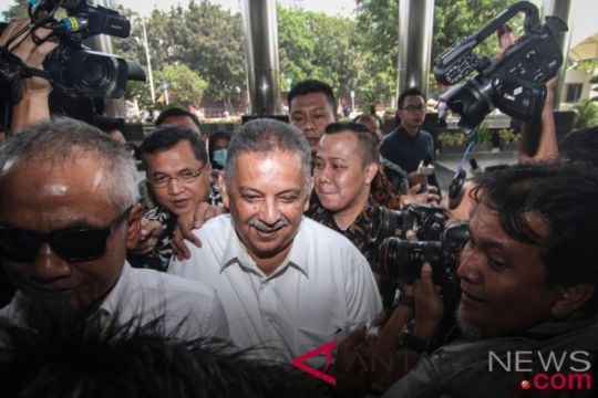 "Kemarin, KPK periksa Dirut PLN hingga Presiden nonton bareng ""Kulari ke Pantai"""