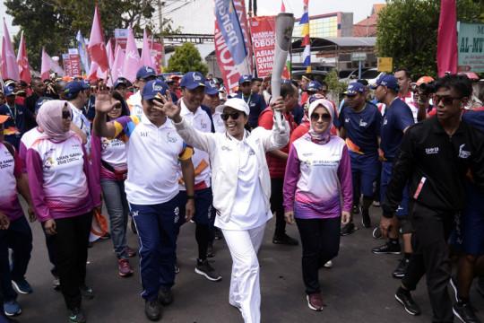 Menteri Rini berswafoto bersama warga Lampung