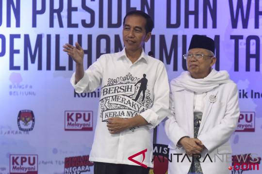 Makna di balik gaya berbusana Jokowi & Ma'ruf Amin saat daftar capres