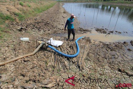 Warga manfaatkan sarana air bersih bantuan BUMN