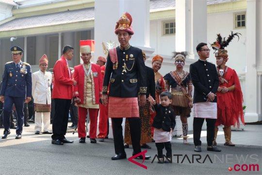 Presiden kenakan busana adat Aceh dalam upacara perayaan HUT RI ke-73
