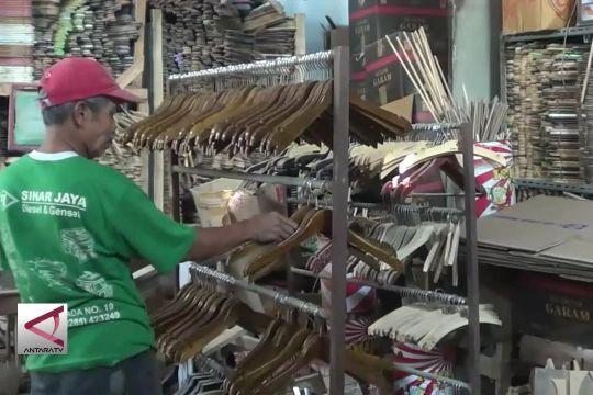 Kerajinan Hanger Pekalongan diminati  pembeli luar negeri