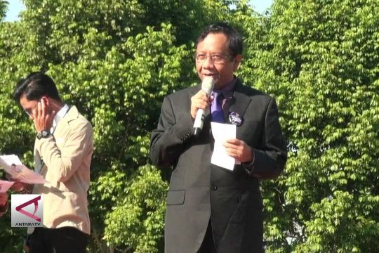 Mahfud MD serukan persatuan kepada mahasiswa baru UGM