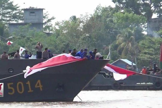 Merah Putih membentang di Sungai Kahayan & Kapuas