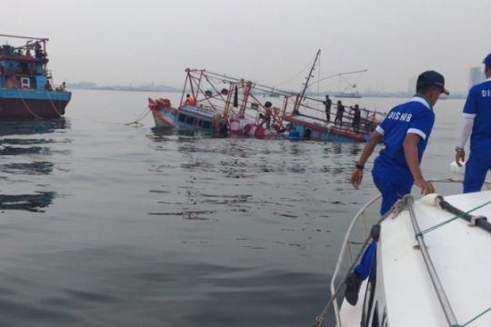 Dishub DKI Jakarta selamatkan 12 ABK kapal karam
