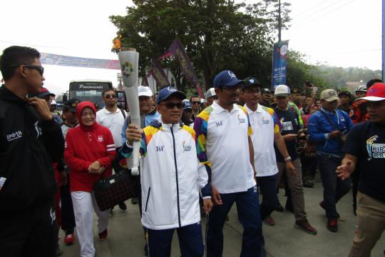 Ketua KY bawa obor Asian Games di Garut