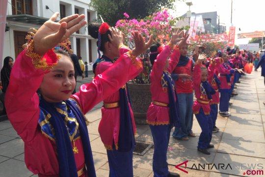 Ratusan pelajar SD menari sambut obor Asian Games