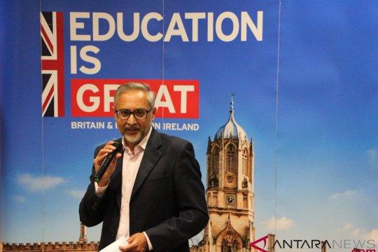 Duta besar Inggris lepas penerima beasiswa Chevening