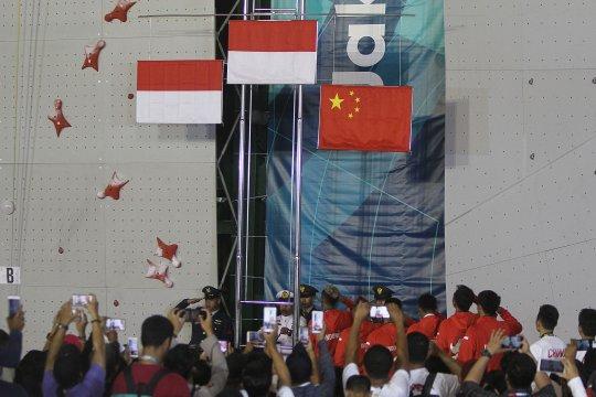 Dua emas estafet kukuhkan dominasi Indonesia di panjat dinding