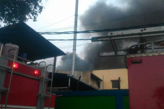 Kebakaran landa pabrik pengolahan kayu di Sukabumi