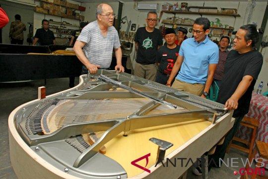 Cawapres Sandiaga Uno Kunjungi UMKM Pembuat Piano Dan Gitar