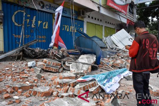 Karyawati biro perjalanan meninggal terkena runtuhan bangunan