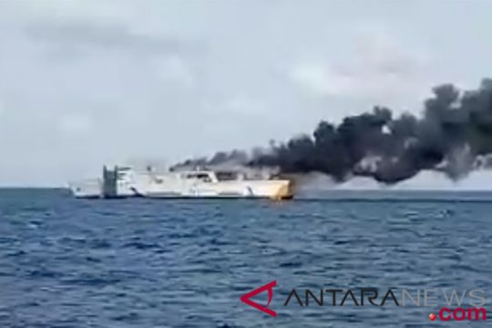 Kapal bermuatan elpiji meledak, warga panik