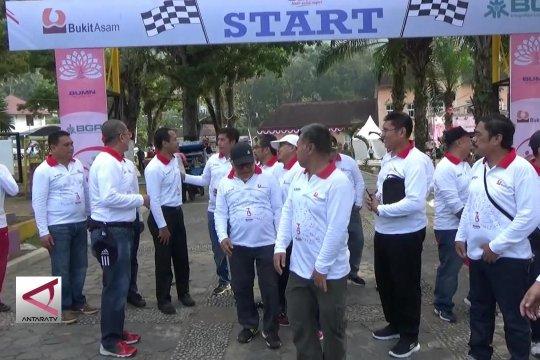 BUMN Hadir - Jalan sehat BUMN dukung Sawahlunto