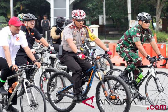 Kapolda Kalbar bersepeda ke kantor