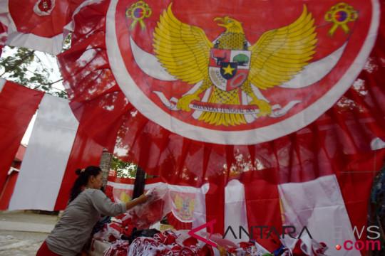 Penjualan bendera jelang HUT kemerdekaan