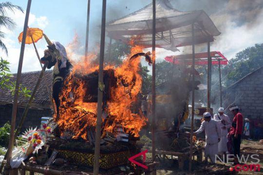 Upacara Ngaben massal daya tarik pariwisata Ubud