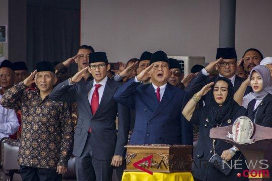 Prabowo-Sandi Upacara Di UBK