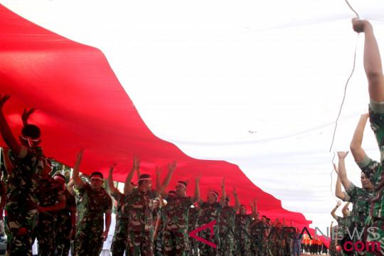 Bendera Merah Putih dibentangkan sepanjang jalan Cadas Pangeran