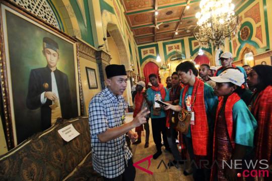 Bumn Hadir - Siswa Papua Kunjungi Istana Maimun