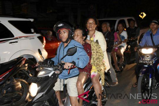 Peringatan tsunami sebabkan lalu lintas sekitar Senggigi-Ampenan padat