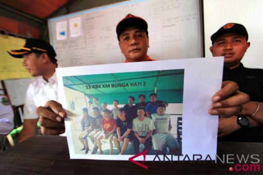 13 kru kapal yang terbalik di Indramayu selamat
