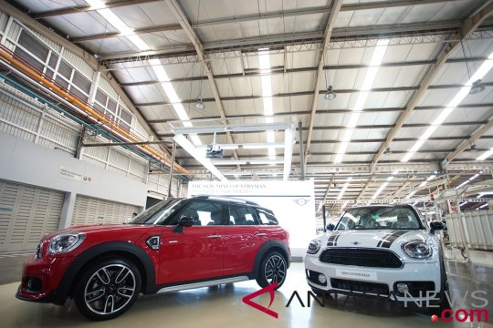 Mini Cooper S Countryman Sports yang asyik dikendarai (video)