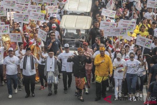 Jokowi-Ma'ruf sempat jalan kaki satu kilometer saat karnaval kampanye damai