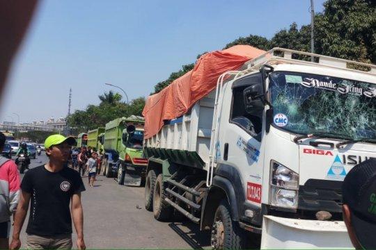Warga Kalideres Jakarta Barat tuntut pembatasan waktu truk beroperasi