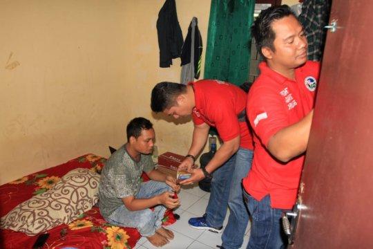 Polrestro Jaksel periksa urin warga Pasar Manggis