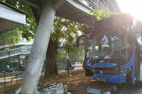 Manajemen Transjakarta mengevaluasi kecelakaan