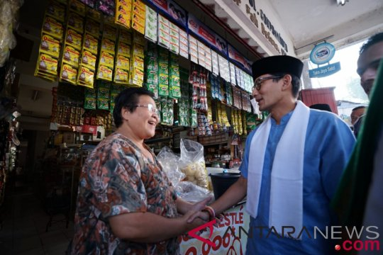 Sandiaga dicegat ibu pedagang toko kelontong di Kediri
