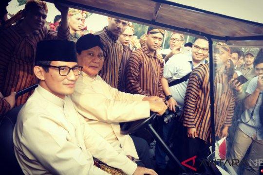 Prabowo-Sandiaga kenakan baju adat pada deklarasi kampanye damai