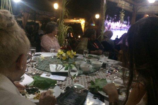 Delegasi ICW cicipi buntil daun singkong di Balkondes Borobudur