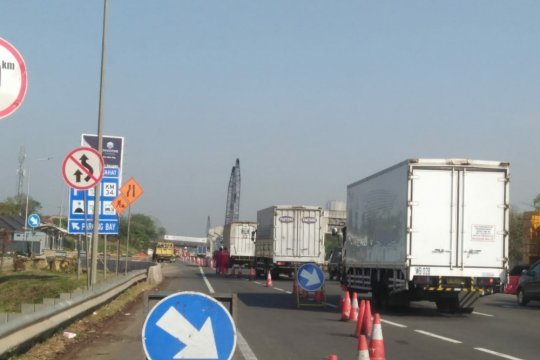 Pengusaha truk hentikan operasional di Tol Japek