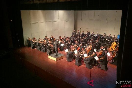 Persatuan dalam balutan karya Ibert, Brahms dan Singgih Sanjaya