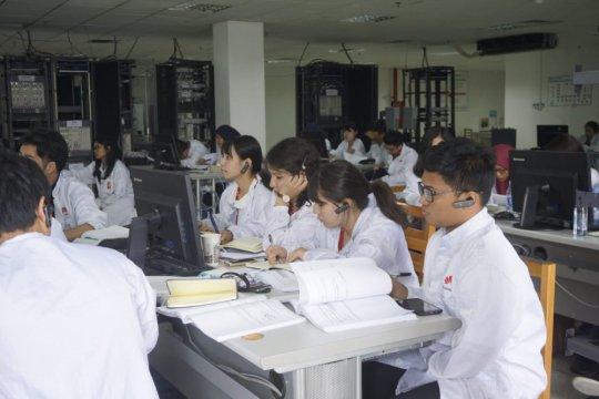 10 Mahasiswa Indonesia belajar di kampus Huawei
