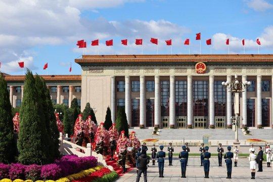 Presiden Xi pimpin peletakan karangan bunga di Tiananmen