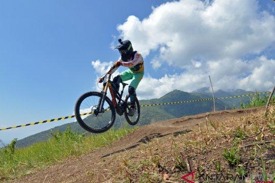 Kejuaraan MTB Downhill Bukit Salena Palu
