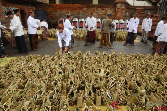 Tradisi Membagi Nasi Jangkrik