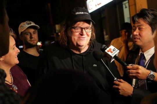 Michael Moore sebut Donald Trump terinspirasi Gwen Stefani