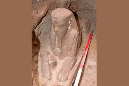 Arkeolog Mesir temukan Sphinx batu pasir di Kuil Aswan