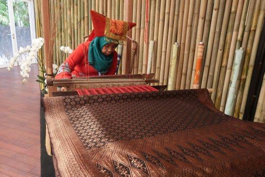 Paviliun Indonesia pamerkan keindahan Tenun Pandai Sikek