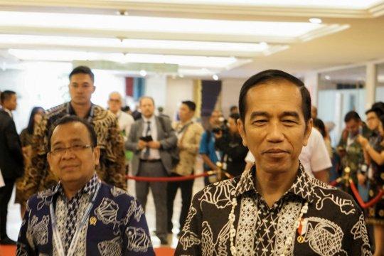Presiden Jokowi berpuisi tentang laut di OOC