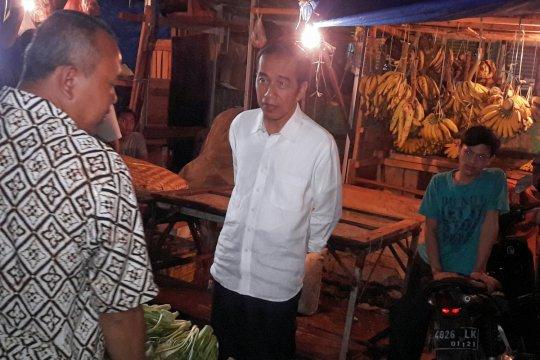 Jokowi belanja di Pasar Surya Kencana Bogor
