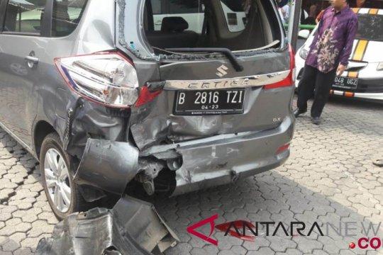 Pengemudi tabrak sembilan mobil ganti kerugian